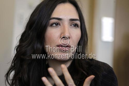 Türkische Regisseurin und Schrftstellerin Deniz Akcay bei der Pressekonferenz des Internationalen Frauenfilmfestival Köln 2014 im art'otel cologne Köln (© Thomas Brill)