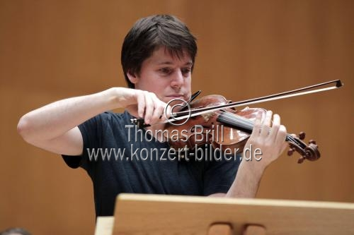 Amerikanische Violinist Joshua Bell leitet die Academy of St Martin in the Fields in Begleitung des deutschen Oboisten Albrecht Mayer in der Philharmonie Köln (© Thomas Brill)