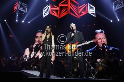 Britische Musiker Melanie Jayne Chisholm und John Miles gastieren bei der Night of the Proms 2017 in der Lanxess-Arena Köln (© Thomas Brill)