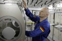 Deutscher Geophysiker und Astronaut Alexander Gerst trainiert für seinen sechs monatigen Aufenthalt auf der Internationalen Raumstation ISS im European Astronauts Centre Köln (© Thomas Brill)