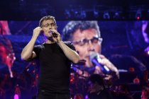 Norwegische Pop-Sänger Morten Harket gastiert bei der Night of the Proms 2013 in der Lanxess-Arena Köln (© Thomas Brill)