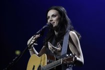 Schottische Singer und Songwriterin Amy MacDonald gastiert bei der Night of the Proms 2013 in der Lanxess-Arena Köln (© Thomas Brill)