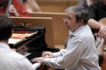 Pianist Murray Perahia leitet die Academy of St. Martin in the Fields in der Philharmonie Köln (© Thomas Brill)