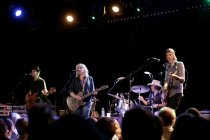 Amerikanische Roots-Rock- und Country-Musikerin Lucinda Williams gastiert ihrer